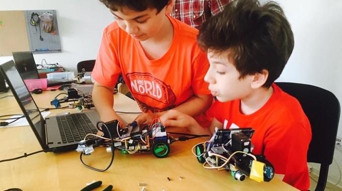 Calatori in timp prin Academia roboticii