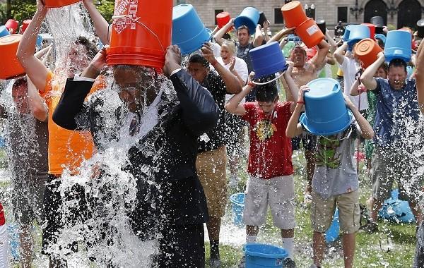 Blestemul ALS Ice Bucket Challenge